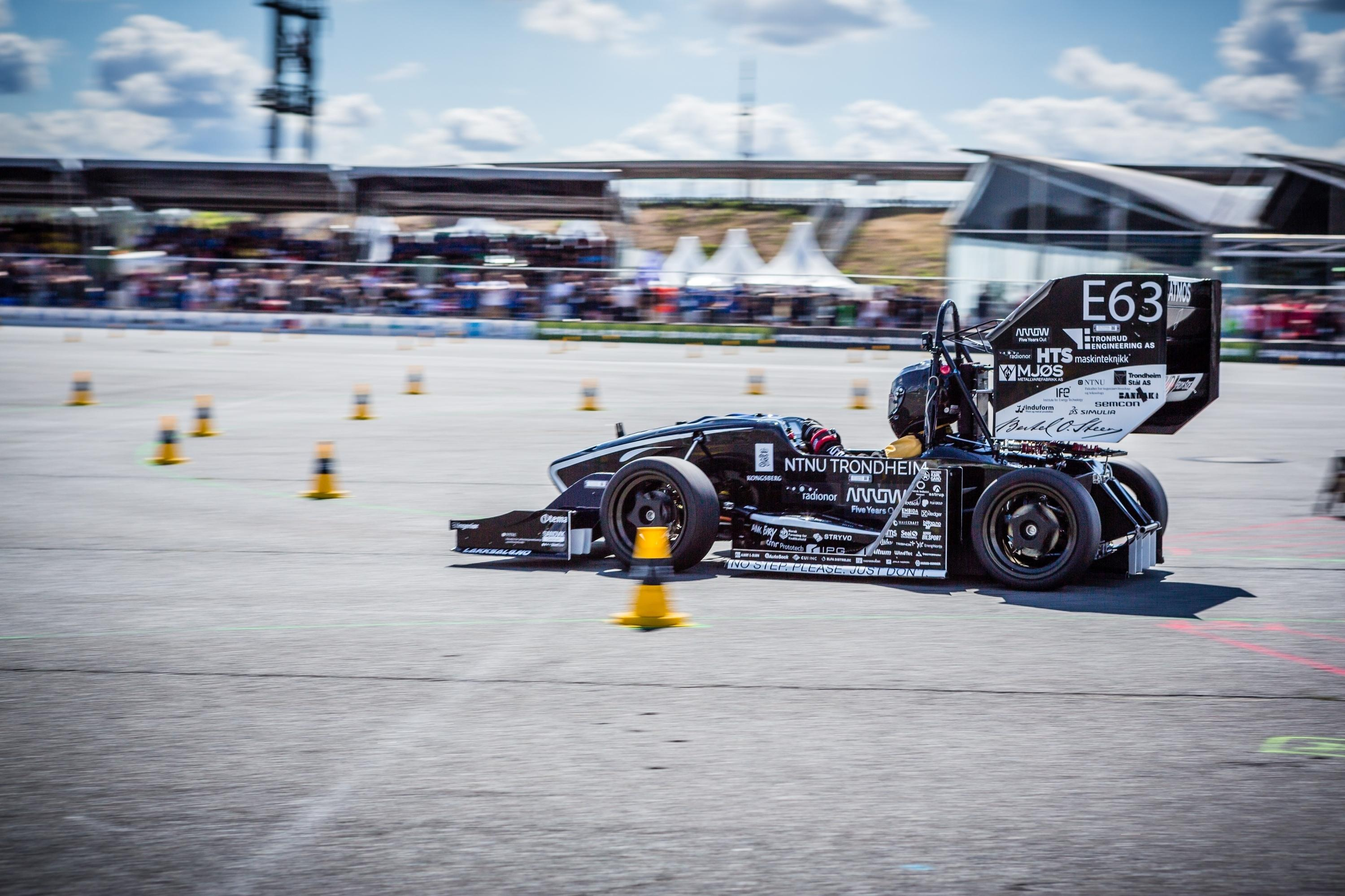 Racing car built on 3D-printed parts from TE